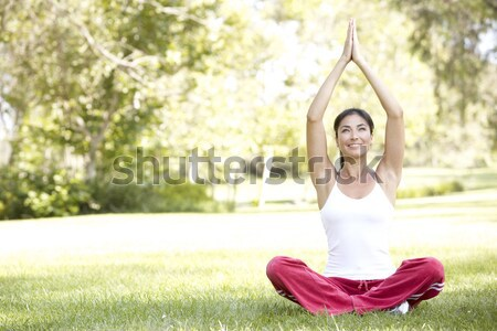 Foto d'archivio: Yoga · parco · giovani · femminile · persona