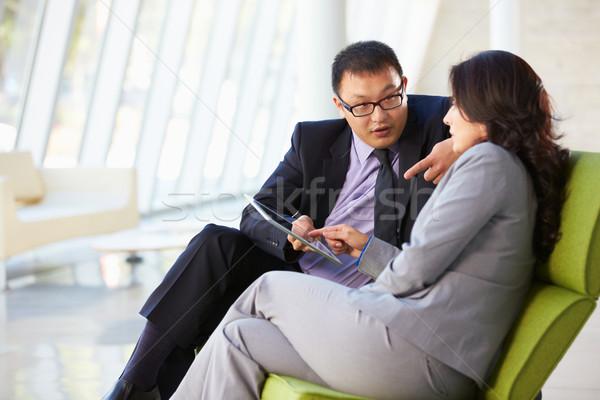 Gens d'affaires numérique comprimé séance modernes bureau Photo stock © monkey_business