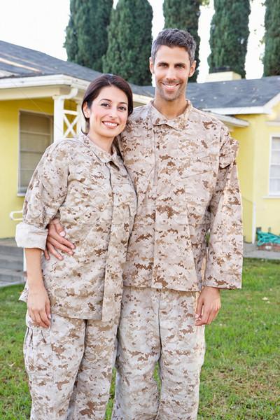 Wojskowych para uniform stałego na zewnątrz domu Zdjęcia stock © monkey_business