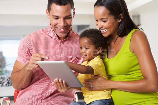 Foto stock: Família · digital · comprimido · cozinha · juntos · crianças