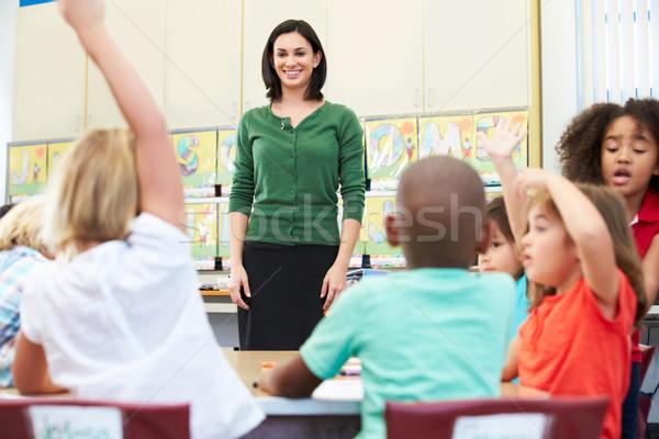 Stock fotó: Tanár · beszél · alapfokú · iskolás · osztályterem · iskola