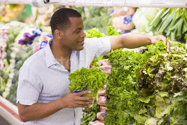 Hombre compras producir departamento supermercado Foto stock © monkey_business