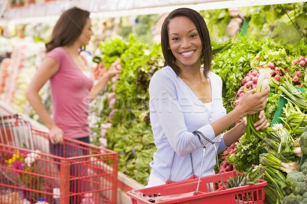 女性 ショッピング 作り出す セクション スーパーマーケット 食品 ストックフォト © monkey_business