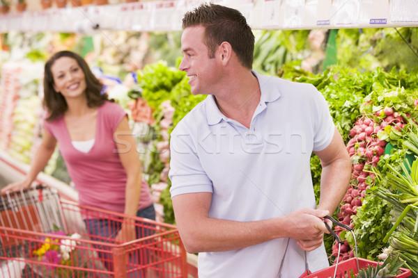 Coppia flirtare supermercato donna alimentare Foto d'archivio © monkey_business