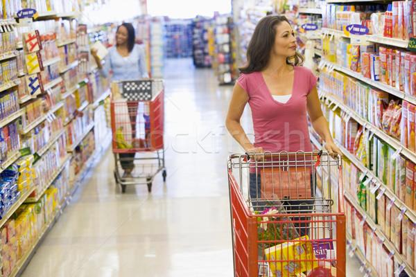 Zdjęcia stock: Dwie · kobiety · zakupy · supermarket · popychanie · przejście · żywności