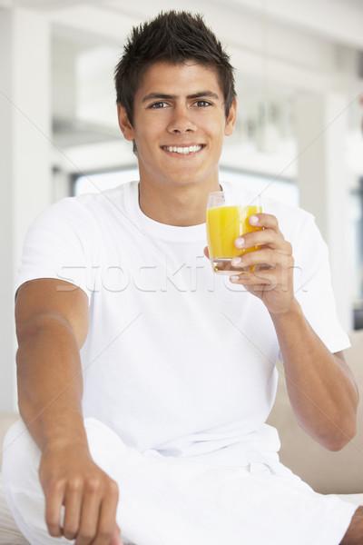 Moço potável suco de laranja homem casa vidro Foto stock © monkey_business