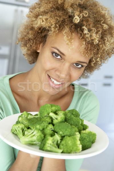 Сток-фото: взрослый · женщину · пластина · брокколи · улыбаясь