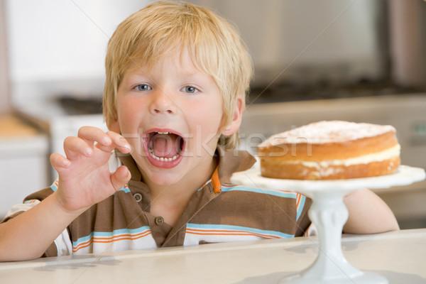 Stock fotó: Fiatal · srác · konyha · torta · pult · fiú · otthon