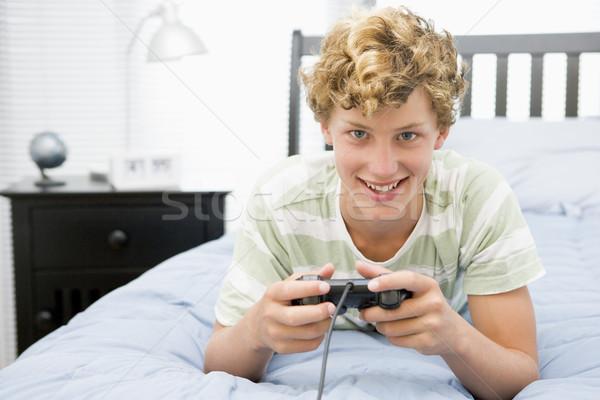 Cama jogar jogo vídeo tecnologia adolescente Foto stock © monkey_business