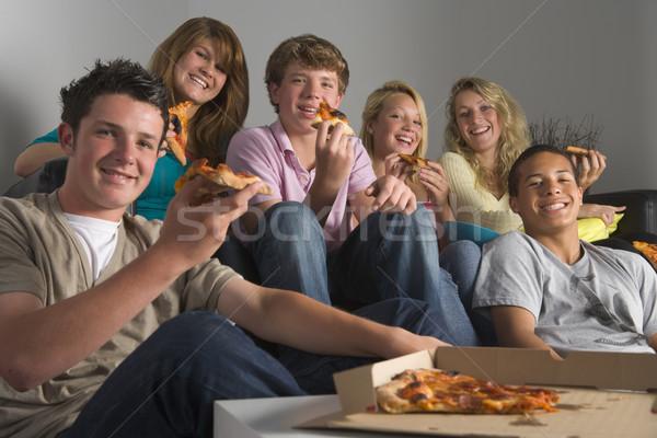 Stock foto: Jugendliche · Essen · Pizza · Haus · Freunde