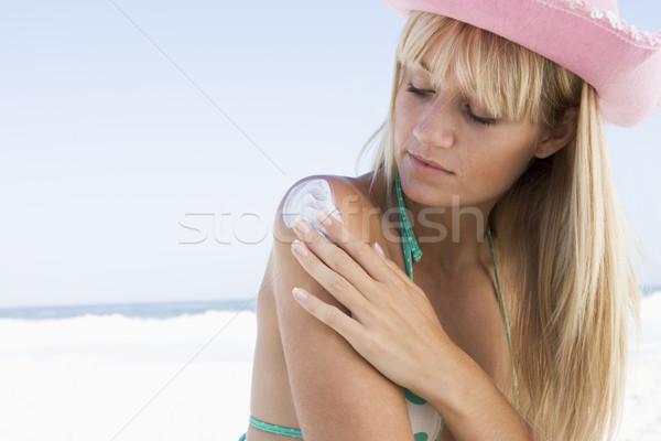 Mulher jovem produto mulher praia Foto stock © monkey_business