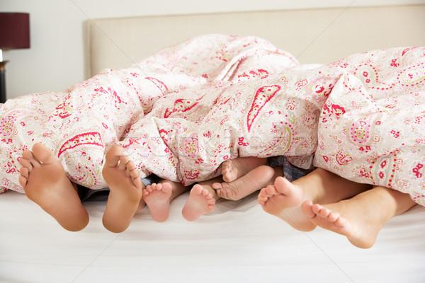 ног из кровать семьи девушки женщины Сток-фото © monkey_business