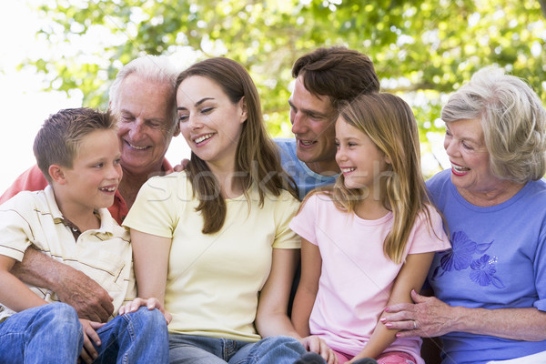 Foto stock: Família · grande · ao · ar · livre · sorridente · mulher · família · menina