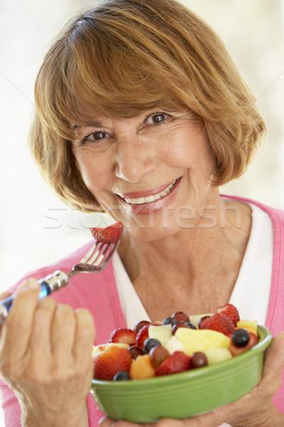 ストックフォト: 食べ · 新鮮果物 · サラダ · 女性 · 食品