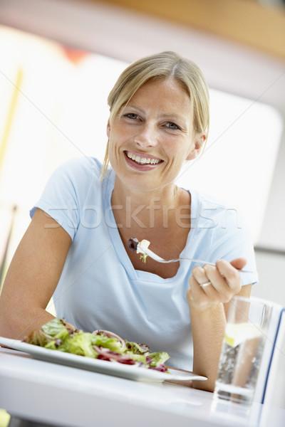 Nő eszik ebéd kávézó boldog szín Stock fotó © monkey_business