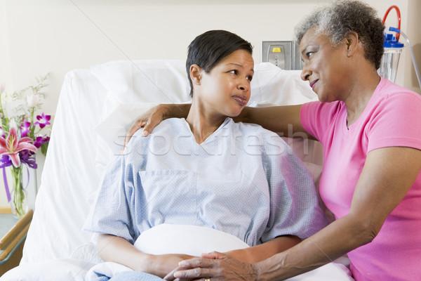 Foto d'archivio: Madre · figlia · guardando · altro · ospedale · medici
