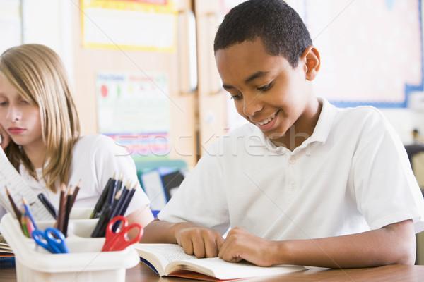 読む 図書 クラス 図書 学校 ストックフォト © monkey_business