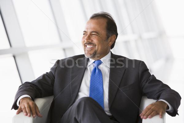 Zdjęcia stock: Biznesmen · posiedzenia · krzesło · lobby · biuro · budynku