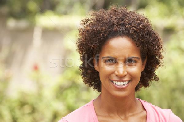 Zdjęcia stock: Portret · uśmiechnięty · młoda · kobieta · kobieta · ogród · kobiet