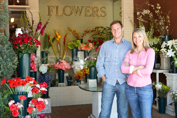 Paar stehen außerhalb Blumengeschäft Blume Blumen Stock foto © monkey_business