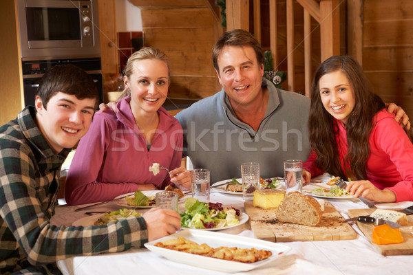 Adolescent famille repas alpine ensemble Photo stock © monkey_business