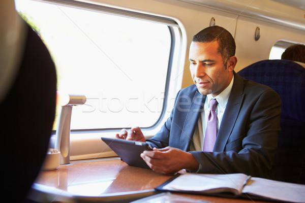 Zakenman woon-werkverkeer trein digitale tablet technologie Stockfoto © monkey_business