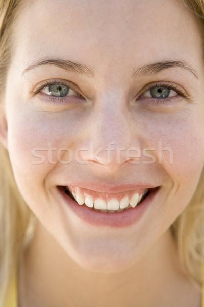 голову выстрел женщина улыбается портрет улыбаясь красивой Сток-фото © monkey_business