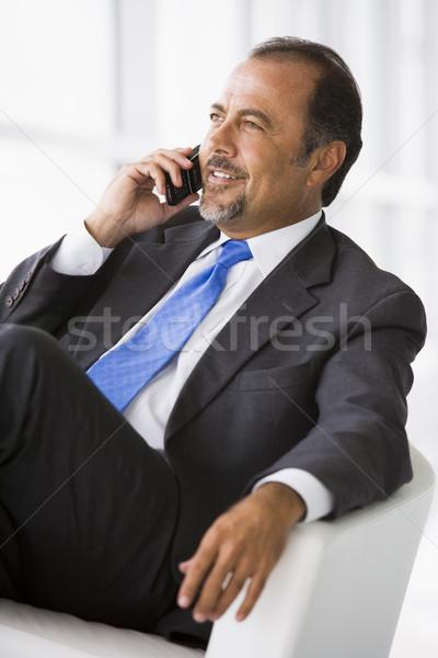 Zdjęcia stock: Biznesmen · mówić · telefonu · komórkowego · lobby · telefonu · człowiek