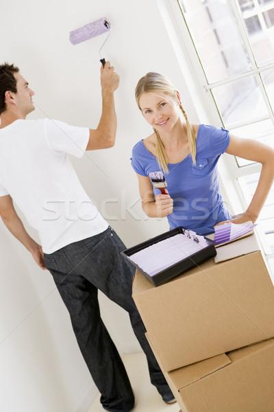 Pareja pintura habitación nuevo hogar sonriendo casa Foto stock © monkey_business