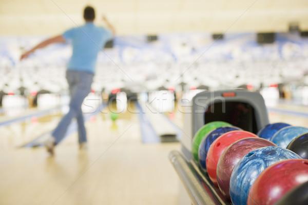 Palla da bowling macchina uomo bowling sport interni Foto d'archivio © monkey_business