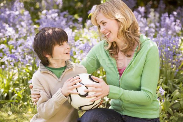 Zdjęcia stock: Matka · syn · odkryty · piłka · uśmiechnięty
