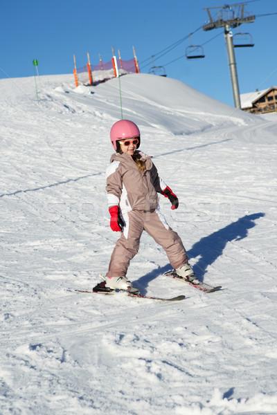 Jeune fille ski vers le bas pente vacances montagnes Photo stock © monkey_business
