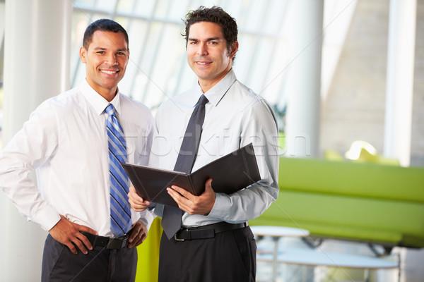 Empresarios informal reunión moderna oficina negocios Foto stock © monkey_business