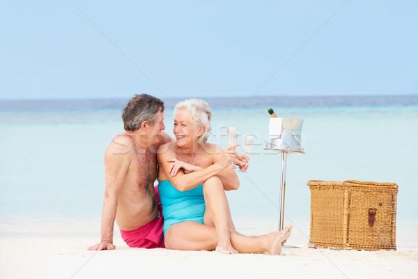 Stock fotó: Idős · pár · tengerpart · luxus · pezsgő · piknik · boldog