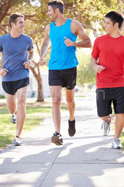 Stok fotoğraf: Grup · erkek · İkincisi · egzersiz · banliyö · sokak