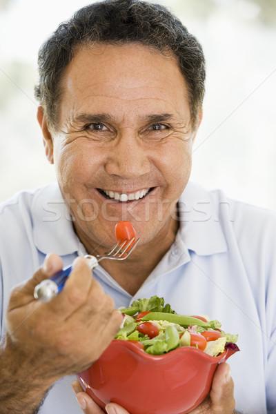 ストックフォト: シニア · 男 · 食べ · 新鮮な · 緑 · サラダ