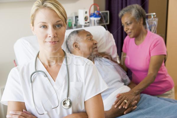Photo stock: Médecin · permanent · hôpital · chambre · bras · pliées
