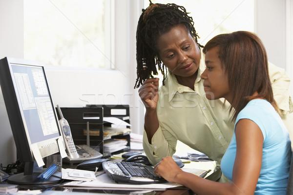 Mulher assistindo filha computador menina teclado Foto stock © monkey_business