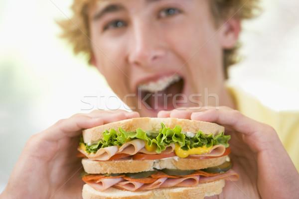 Manger sandwich heureux maison cuisine Photo stock © monkey_business