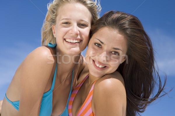 Weiblichen Freunde Strand zusammen tragen Schwimmen Stock foto © monkey_business