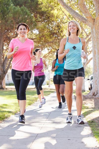 グループ 女性 ランナー 行使 郊外の 通り ストックフォト © monkey_business