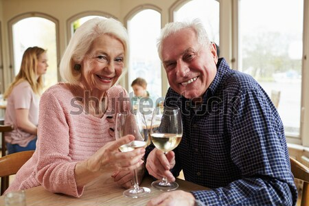 Stok fotoğraf: çift · içmek · bar · birlikte · şarap