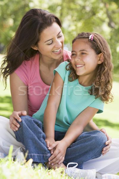 Stock fotó: Nő · fiatal · lány · ül · kint · mosolygó · nő · mosolyog