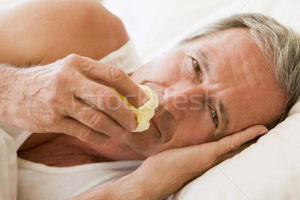 Hombre sonarse la nariz salud enfermos altos frío Foto stock © monkey_business