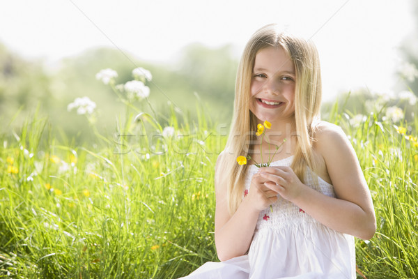 Foto stock: Joven · sesión · aire · libre · flor · sonriendo