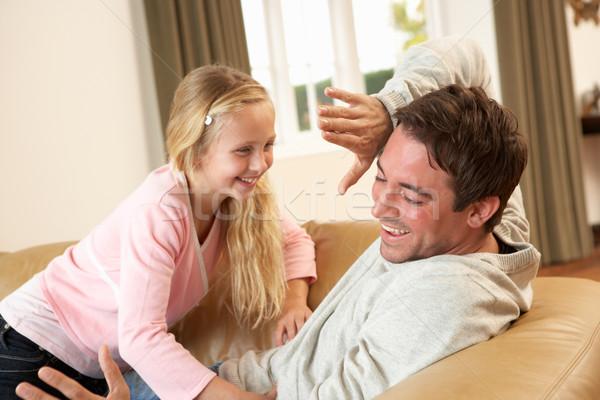 Genç baba kız kanepe adam Stok fotoğraf © monkey_business