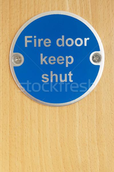 Zamknięty podpisania ognia drzwi awaryjne Zdjęcia stock © monkey_business