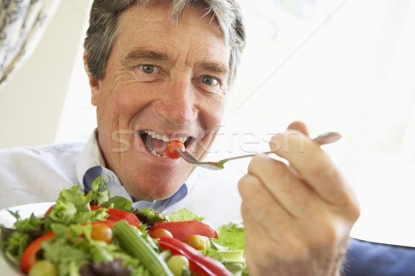 Stok fotoğraf: Kıdemli · adam · yeme · salata · gıda · mutlu