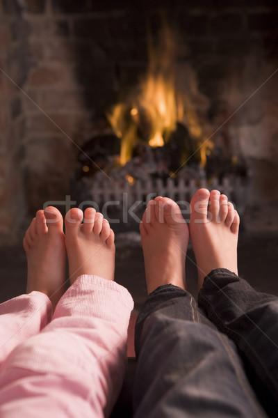 Stok fotoğraf: Ayaklar · şömine · çocuklar · yangın · mutlu · çocuklar
