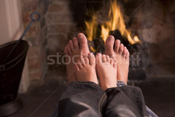 Foto stock: Padre · pies · chimenea · ninos · fuego · feliz